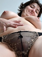HotMilf-On Top! Pictures